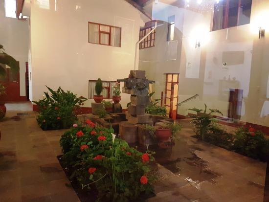 هوتل سانتا ماريا: Little fountain