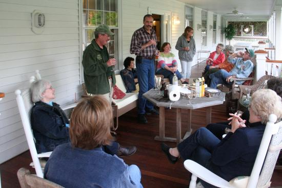 Captain Stannard House Bed and Breakfast Country Inn: Guests enjoying the South Porch