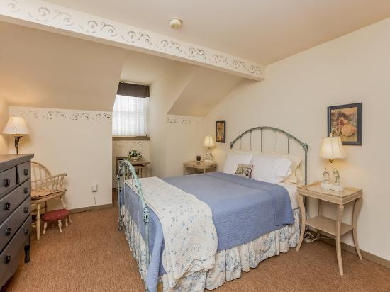 Captain Stannard House Bed and Breakfast Country Inn: Chloe Chapman Guest Room