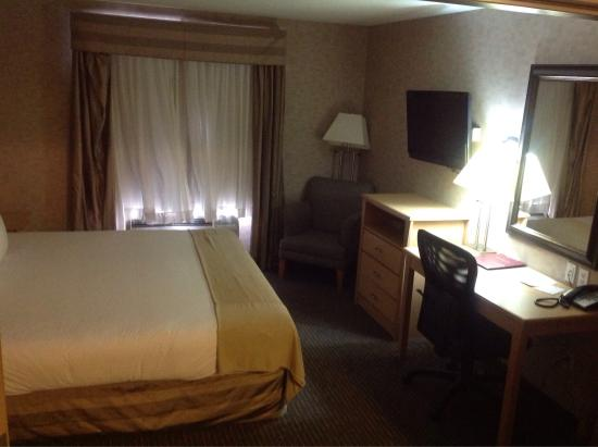 Paradise Inn & Suites: Room 222 on May 11 2016