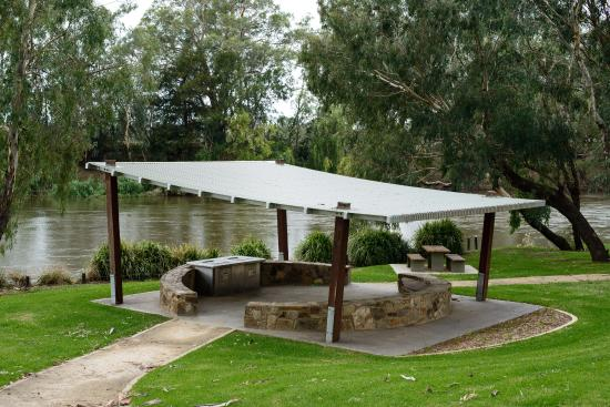 BBQ facility and seating at the Wagga Wagga Beach.