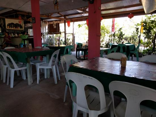 Daanbantayan, Φιλιππίνες: Inside the restaurant