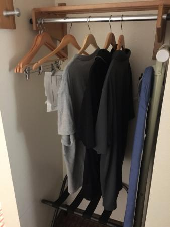 Holiday Inn Express Hotel & Suites Allentown - Dorney Park Area: some closet space