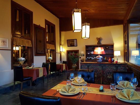 Songtsam Retreat at Shangri la - MGallery Collection: ห้องอาหารชั้นบน ผ้าสีเหลือง (ชั้นล่างผ้าสีแดง ตอนไปมั้นสีแบบนี้)