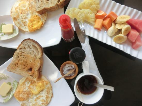 Eden Cottages: breakfast