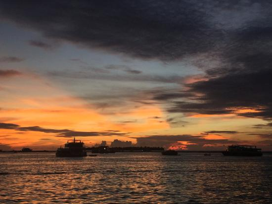 Atolón Kaafu: Sunset from Hulhumale (By the Raddison hotel building site)