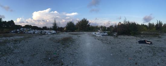 Atolón Kaafu: Rubbish on wasteland