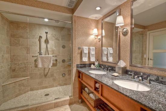 Hilton Lexington Downtown: Presidential Suite Walk in shower