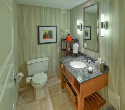 Hilton Lexington Downtown: Presidential Suite Separate Toilet