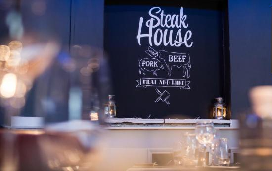 Bunratty Castle Hotel: Fibber McGees Steakhouse