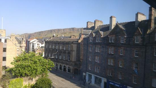 Holiday Inn Express Edinburgh - Royal Mile: View from room 405 of Arthur's Seat.
