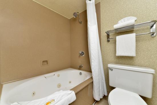 Holiday Inn Sacramento Rancho Cordova : Holiday Inn King Room Jacuzzi Bathroom