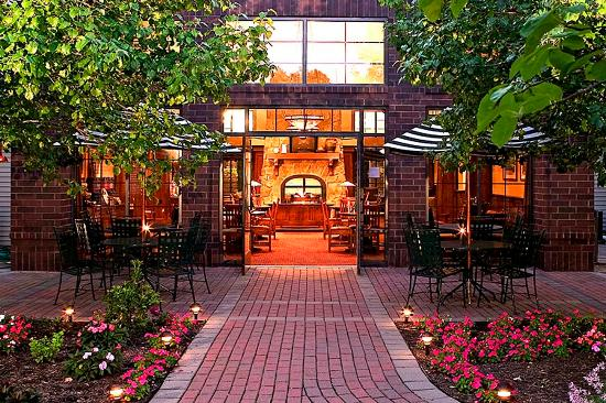 Victor, NY: Outdoor Courtyard Area