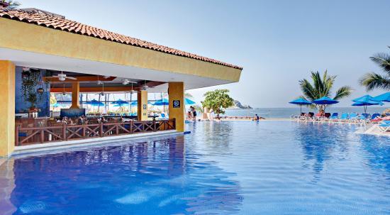Hotel Barcelo Ixtapa Beach Resort : Pool bar