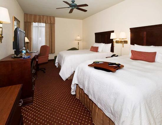 Hampton Inn Savannah -  I-95 North: Double Queen Guest Room