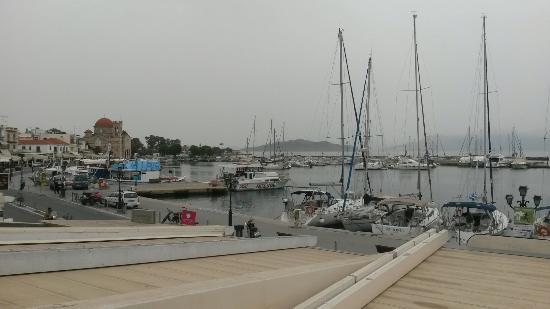 Yacht Club Panagakis: Vue depuis la terrasse à l'étage