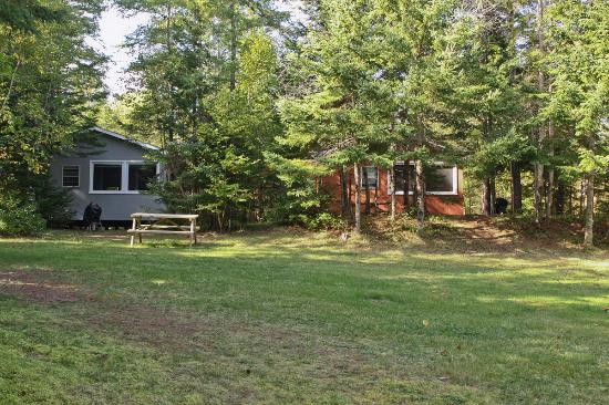 Forest and Stream Cottages: Secluded 1 & 2 Bedroom Cottages