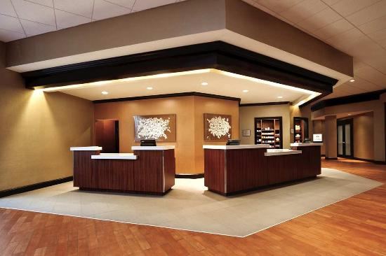 Hilton Durham near Duke University: Front Desk Lobby