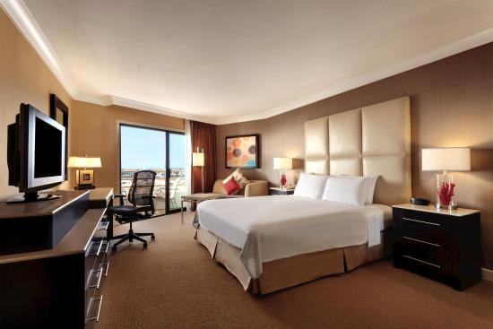The Waterfront Beach Resort, A Hilton Hotel: Oceanview King