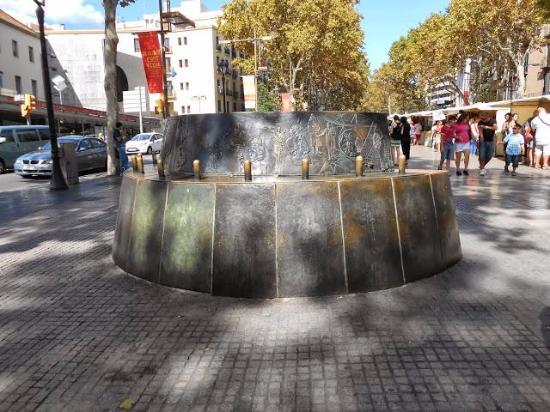 Monumento a Mary Santpere