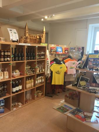 Tournus, France : L'intérieur de l'office de tourisme.