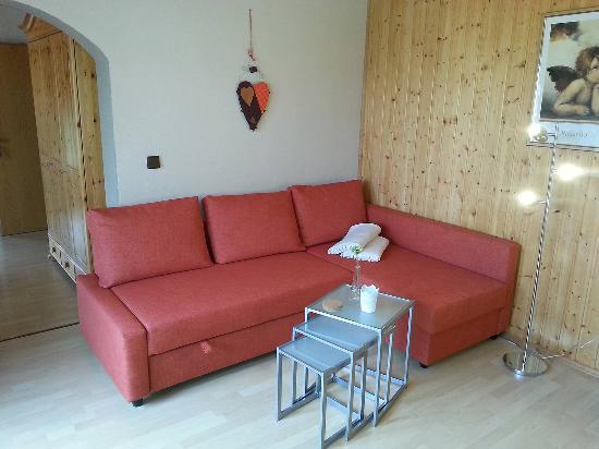 sofa mit schlaffunktion kleine ferienwohnung bild von haus lange wei enstadt tripadvisor. Black Bedroom Furniture Sets. Home Design Ideas