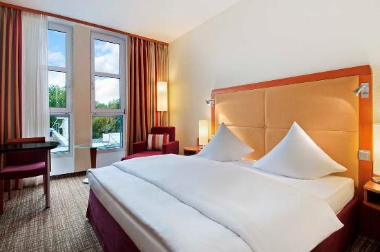 Hilton Nuremberg: Hilton Plus Zimmer Room