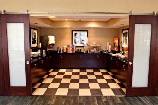 Hampton Inn Tallahassee Central: Free Hot Breakfast
