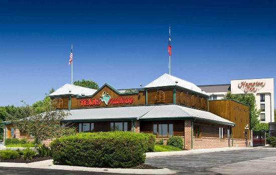Hampton Inn York: Texas Roadhouse
