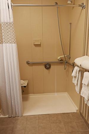 Scottsburg, Индиана: Accessible Bathroom