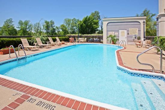 hampton inn louisville northeast 93 1 1 4 updated. Black Bedroom Furniture Sets. Home Design Ideas