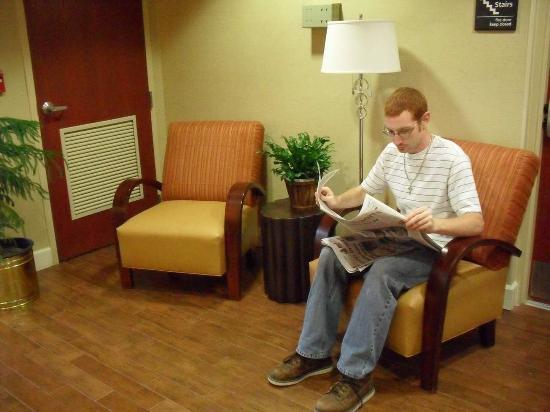 Hampton Inn Perry: Lobby Seating