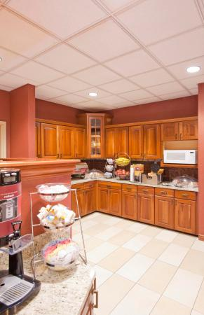 Hampton Inn and Suites-Chesterfield: Breakfast Serving Area