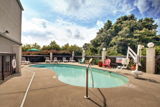 Hampton Inn Southport: Outdoor Swimming Pool