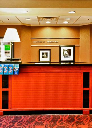 Hampton Inn Louisville Downtown: Reception Desk