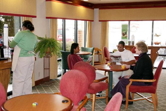 Seaford, DE: Breakfast Dining Area