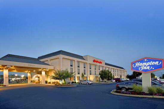 Seekonk, MA: Hotel Exterior - Night