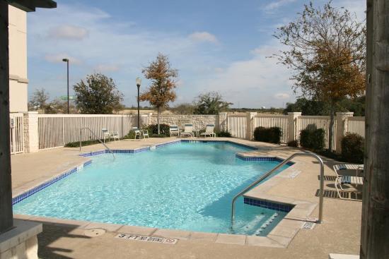 Hampton Inn & Suites Schertz: Pool Area
