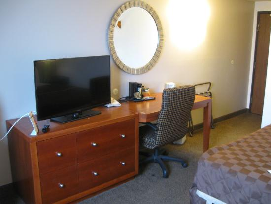 main view 2 picture of super 8 by wyndham rapid city. Black Bedroom Furniture Sets. Home Design Ideas