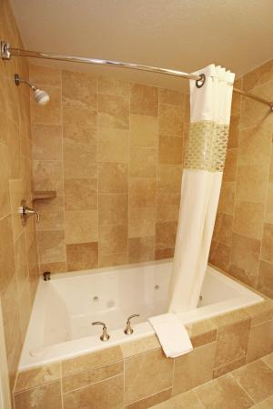 Woods Cross, UT: King Suite Tub/Shower