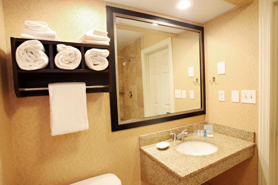 Woods Cross, UT: King Suite Bathroom