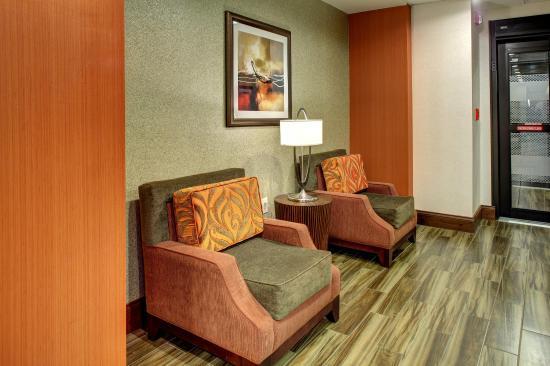 Johnson City, TN: Lobby Seating
