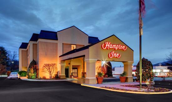 Johnson City, TN: Evening View of Hotel Exterior