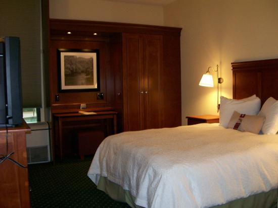 Charleston, WV: Queen Accessible Room