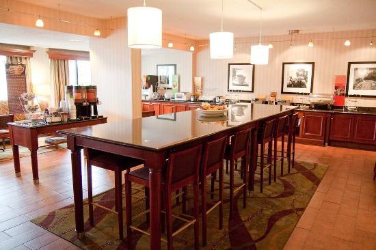 Charleston, فرجينيا الغربية: Communal Table