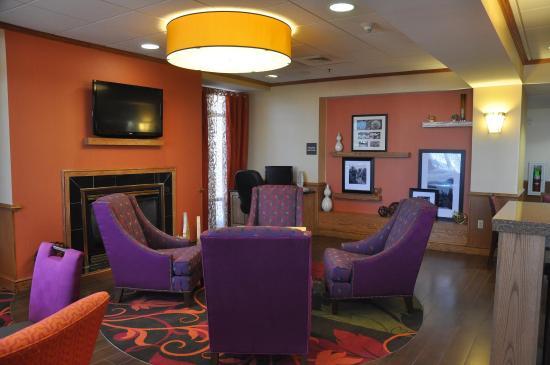 Hampton Inn Stony Creek: Lobby Seating