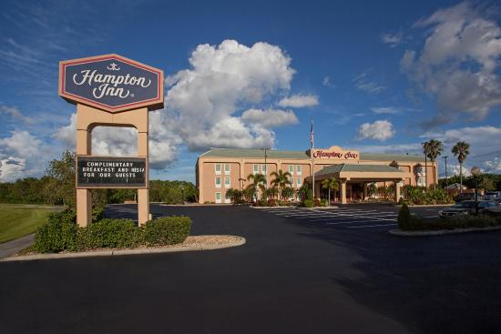 Hampton Inn Port Charlotte / Punta Gorda: Exterior with Hampton Sign