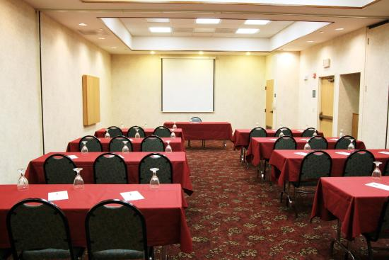 Merriam, KS: Parkway A & B Meeting Room