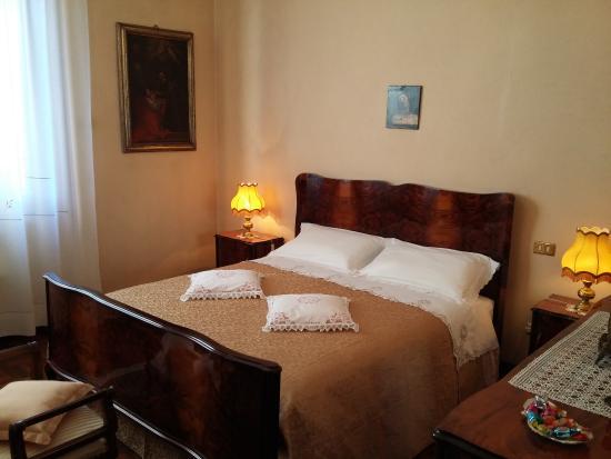 Camere Con Divano Letto : Camera lavanda con bagno privato e salotto con divano letto per