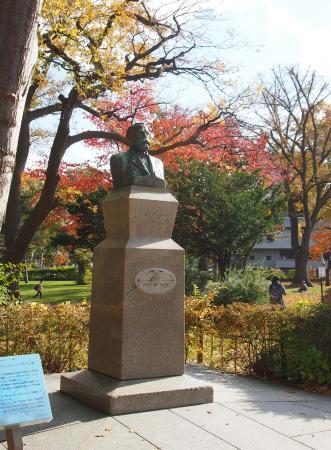 Clark Statue